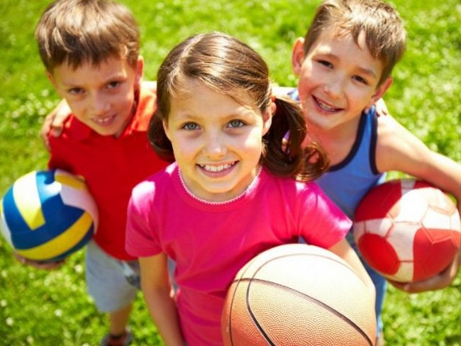 Дети с мячиками