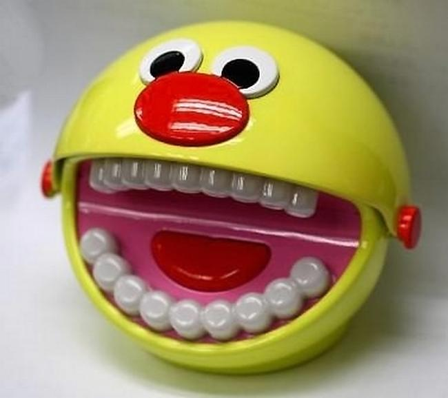 Игрушка, обучающая чистке зубов