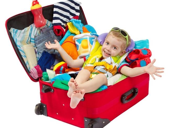 Ребёнок собирается в летний лагерь