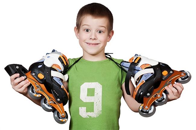Мальчик с роликами