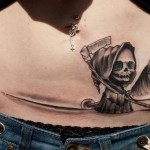 Татуировка на месте шрама в виде смерти на коне