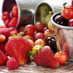 Клубника, вишня и другие ягоды