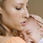 Мать, успокаивающая младенца