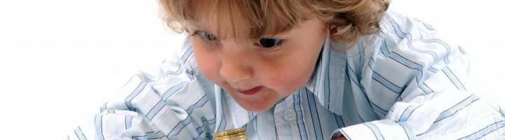 Ребёнок и монеты