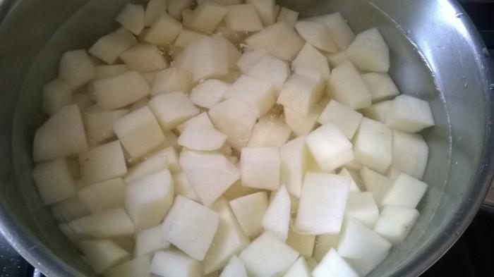 Кубикиредьки с водой и сахаром