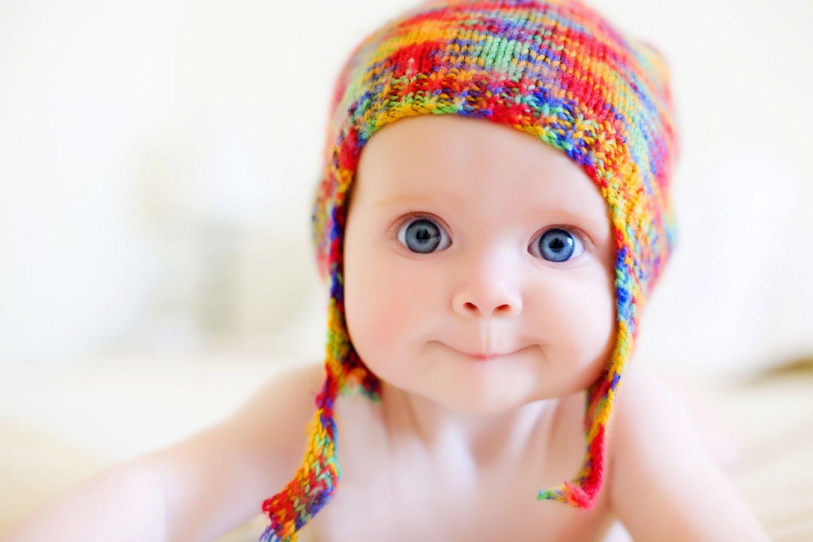 Избавиться от колик у новорождённого поможет грелка