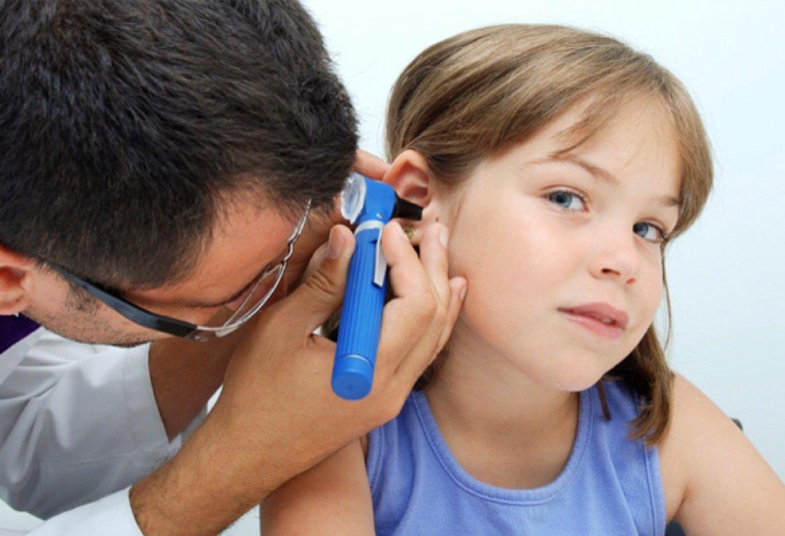 Гнойный отит у детей, его особенности и лечение