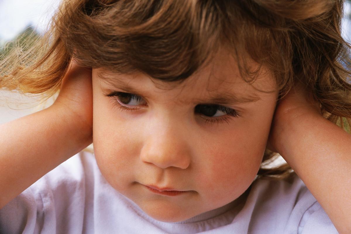Пробки в ушах у ребёнка: помочь, нельзя навредить