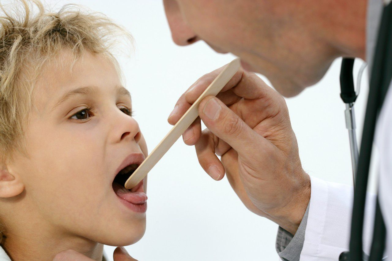 Хронический тонзиллит у детей: что это за болезнь и как её вылечить