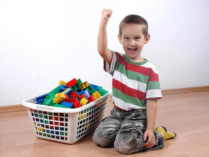 Как научить ребенка убирать за собой?