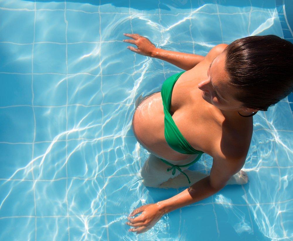 Роды в воде и их преимущества.