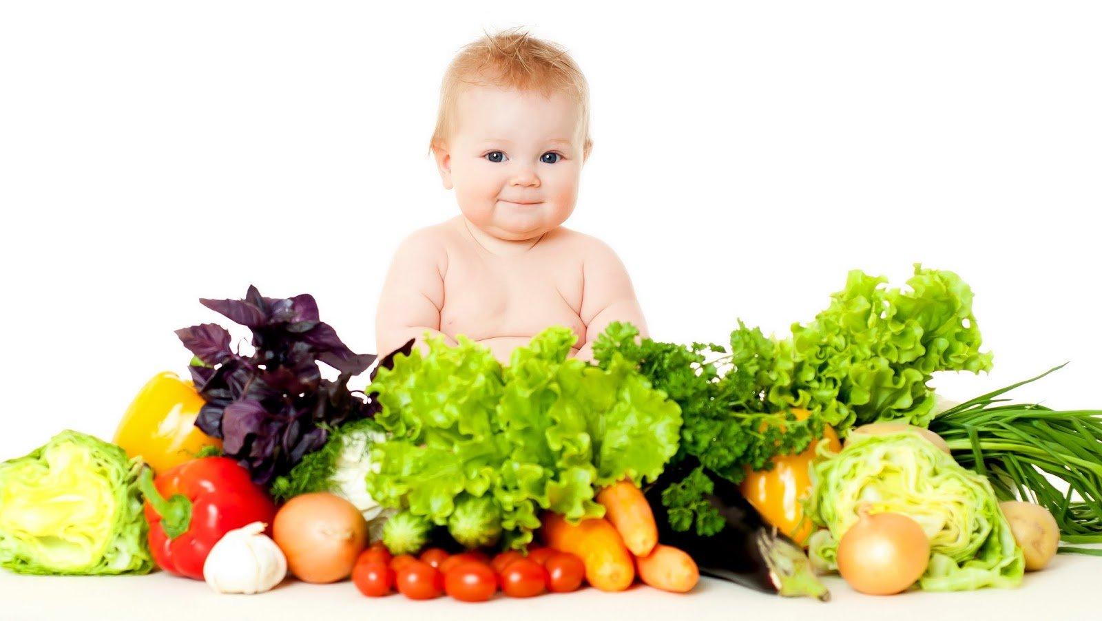 Как приучить ребенка к твердой пище.