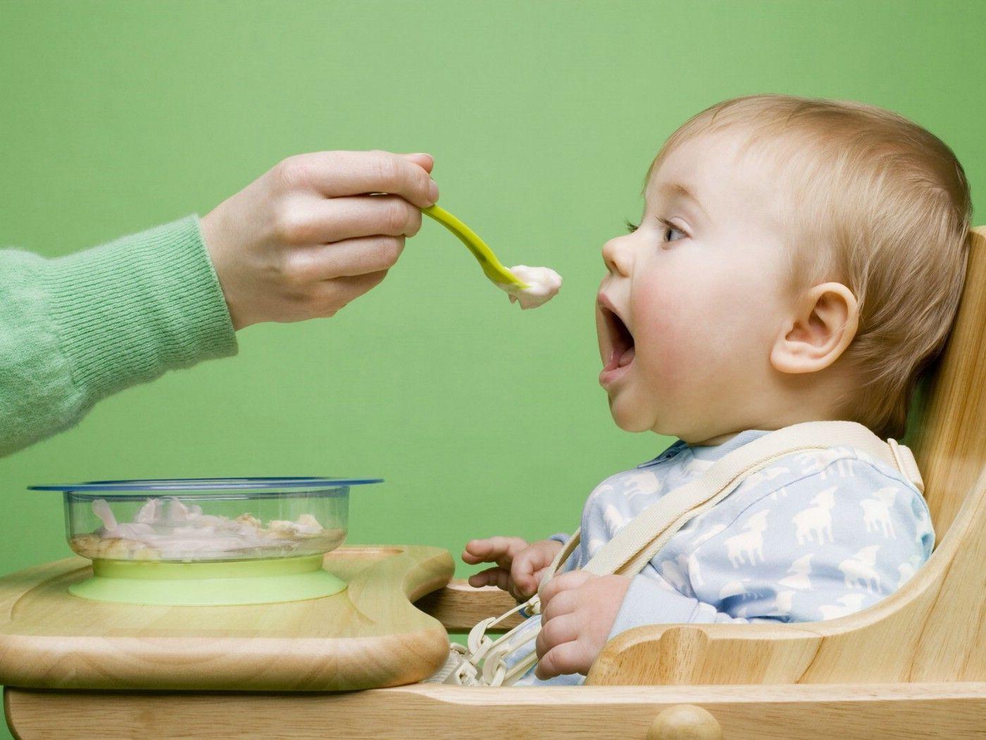Чем и как кормить ребенка во время болезни?
