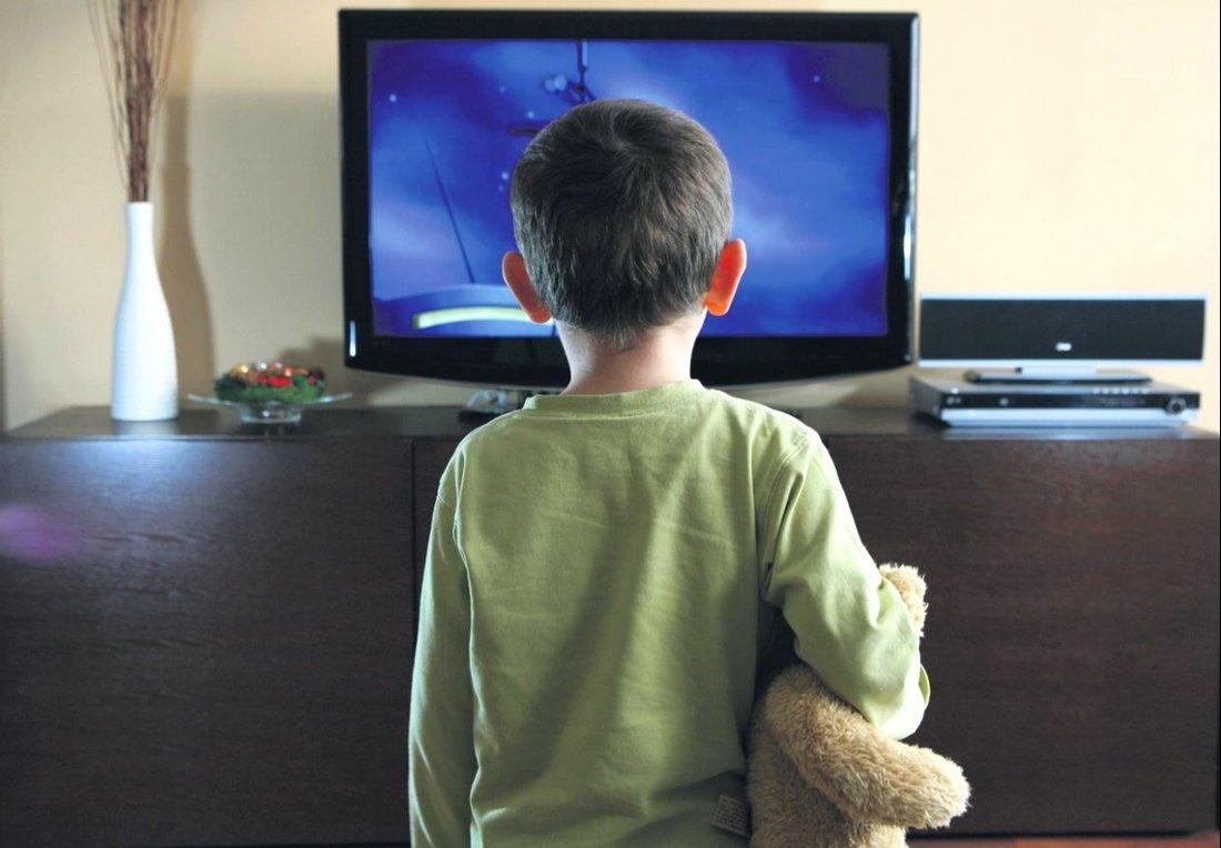 Эротика и насилие по телевизору: как уберечь от этого ребенка? 18+