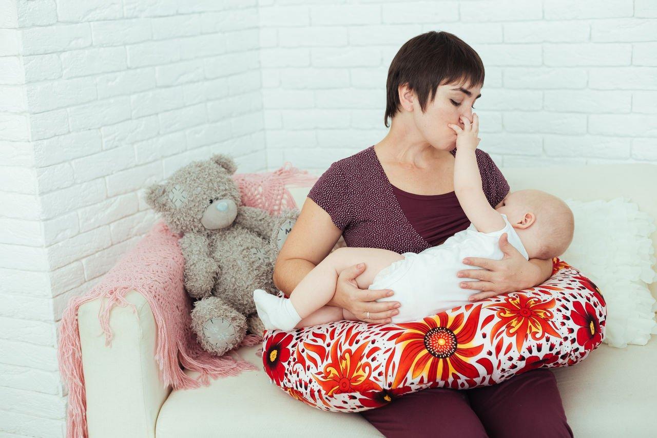 Подушка для кормления: удобное приспособление для мамы