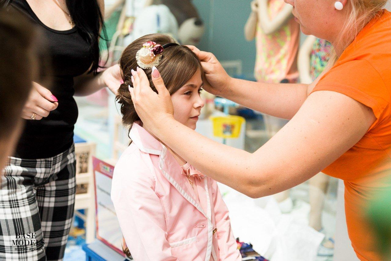 Первый поход малыша в парикмахерскую.