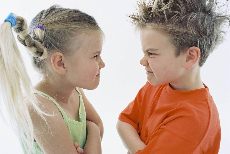 Ваш ребенок бьет других детей? Как отучить его проявлять агрессию?