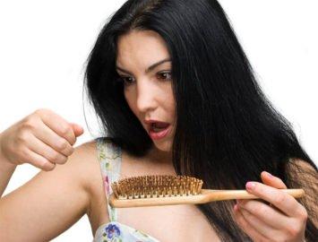 Выпадают волосы? Как с этим бороться?