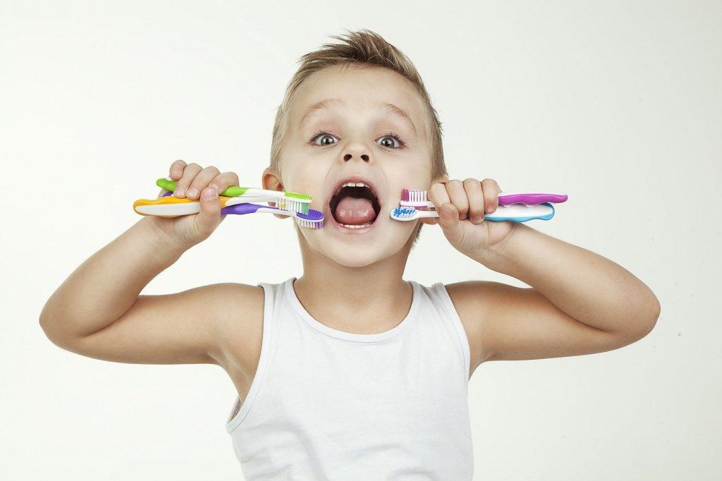 Гигиена полости рта или правила выбора зубной пасты и щетки для малыша.
