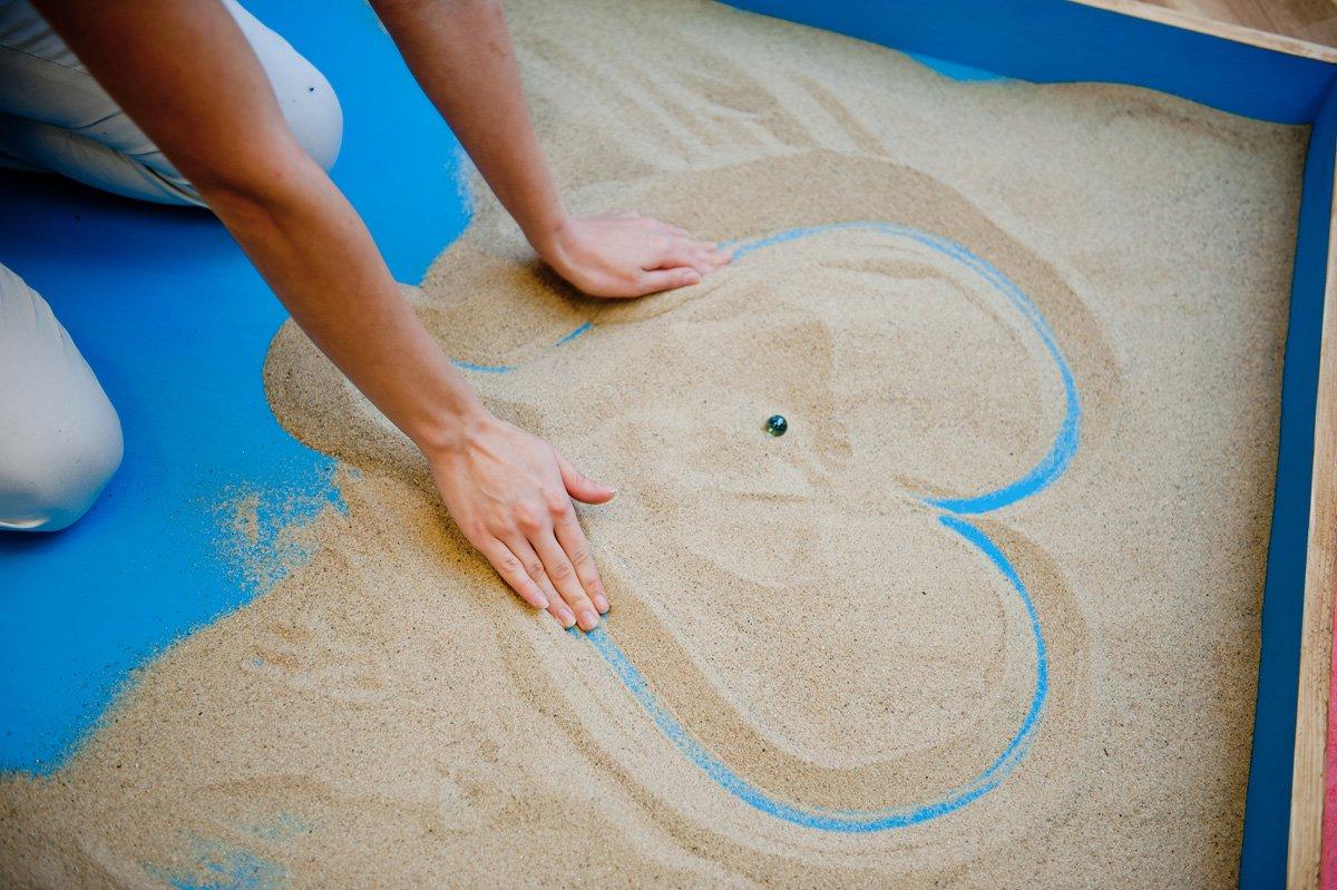 Песочная терапия — возможность прожить маленькую жизнь