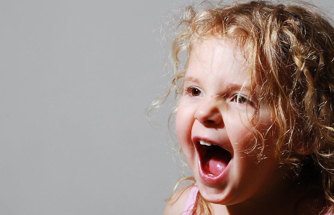 Трехлетний ребенок не слушается закатывает истерики