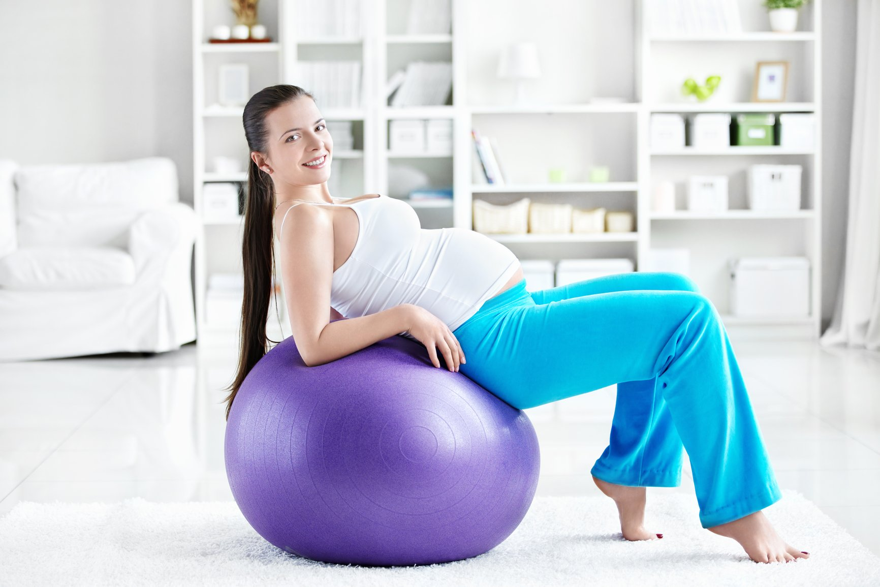 Зарядка для беременных на мяче