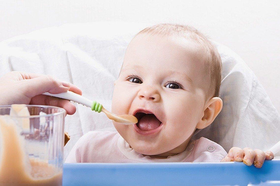 Какие соки и в каком возрасте следует вводить в рацион ребёнка