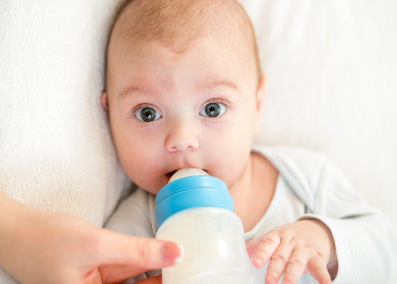Донорское молоко для малыша: что это такое и как правильно выбирать