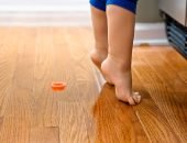 Малыш ходит на цыпочках: что делать родителям?