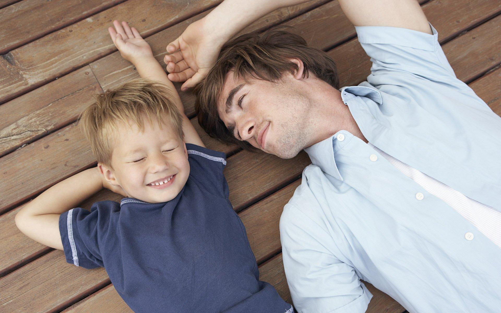 Как мужчина относится к малышу на разных этапах его взросления или этапы отцовства