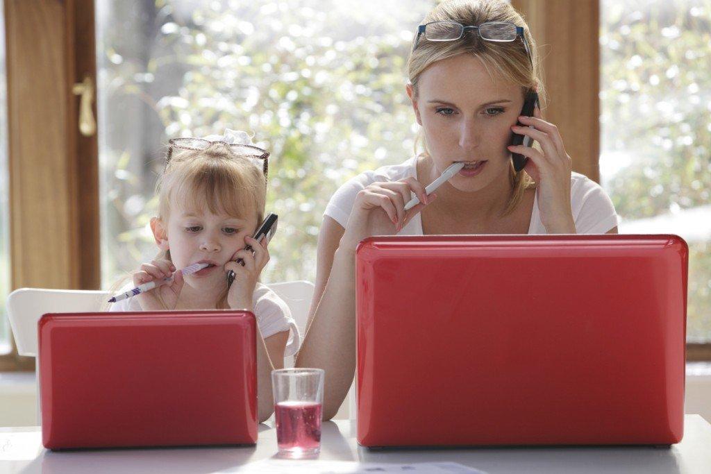 Стоит ли многодетной маме работать на дому ?