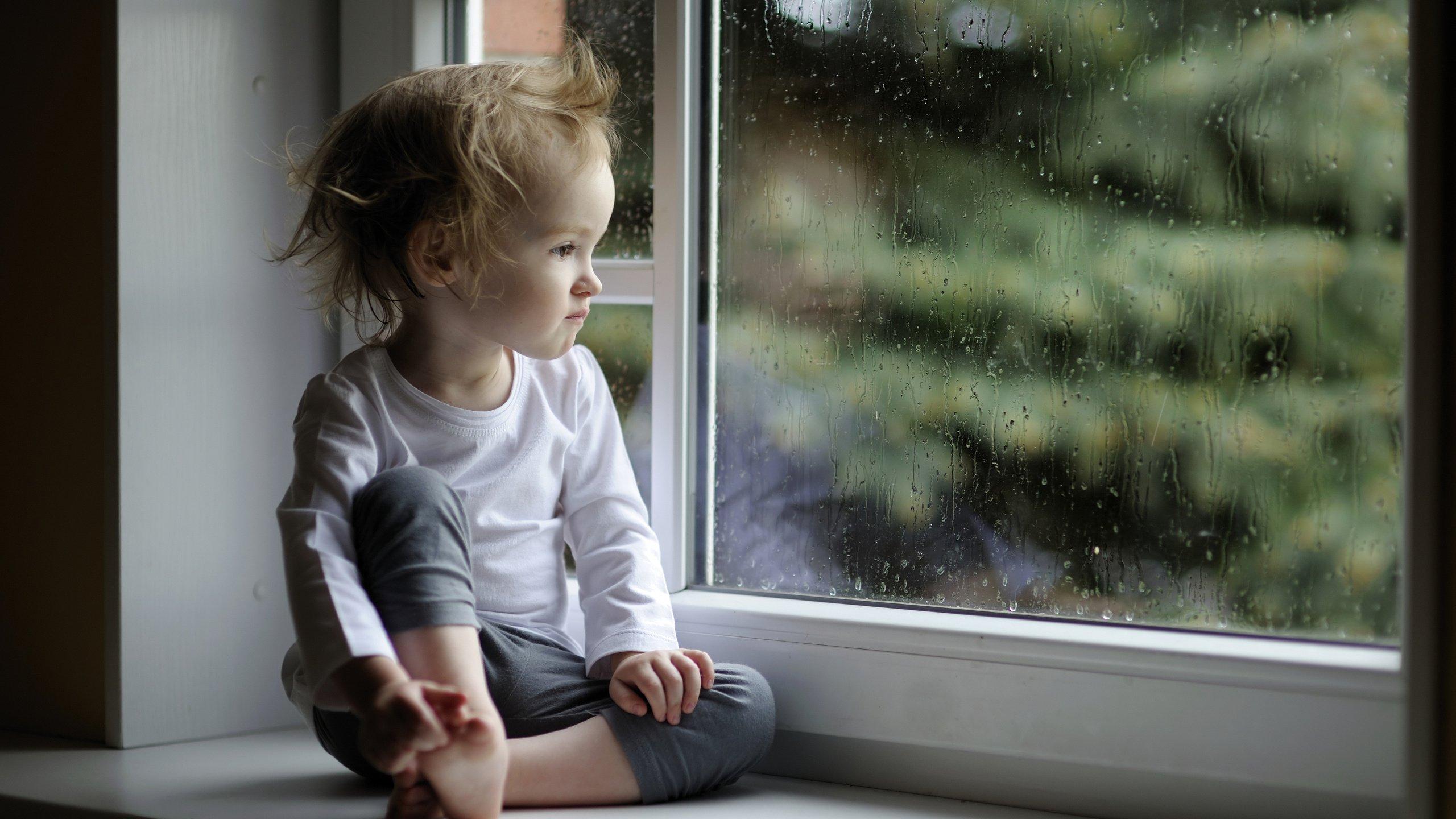 Чем опасны сквозняки в доме для детей?