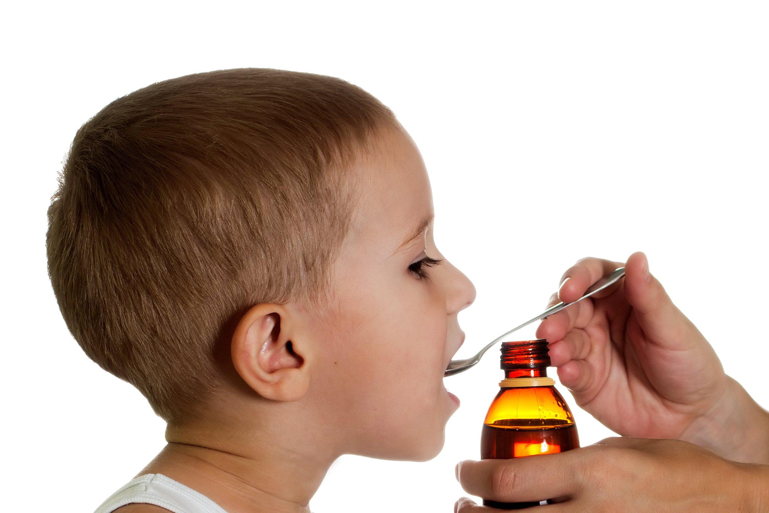 Как правильно давать ребенку лекарства?