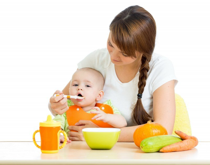 Детское питание из баночки и пюре, приготовленное в домашних условиях. Что нужно знать?