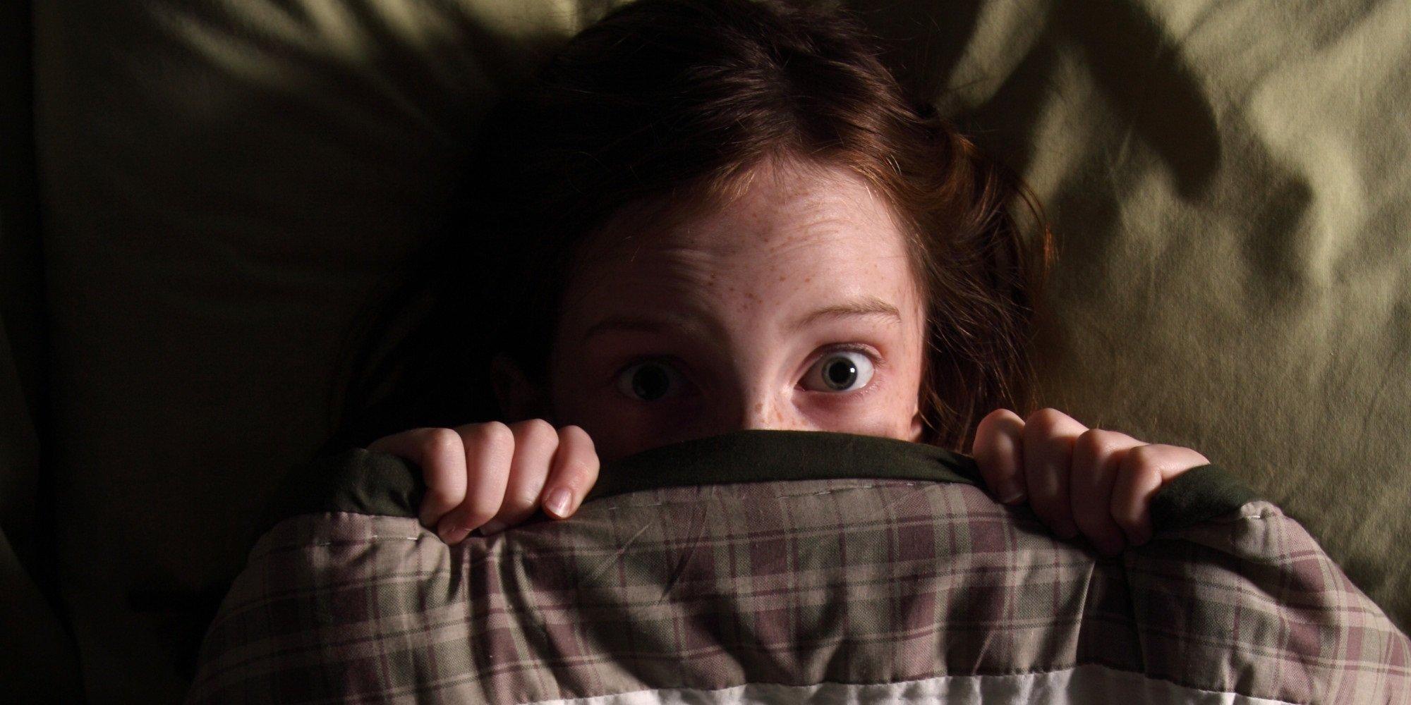 Почему дети боятся темноты и как им помочь?