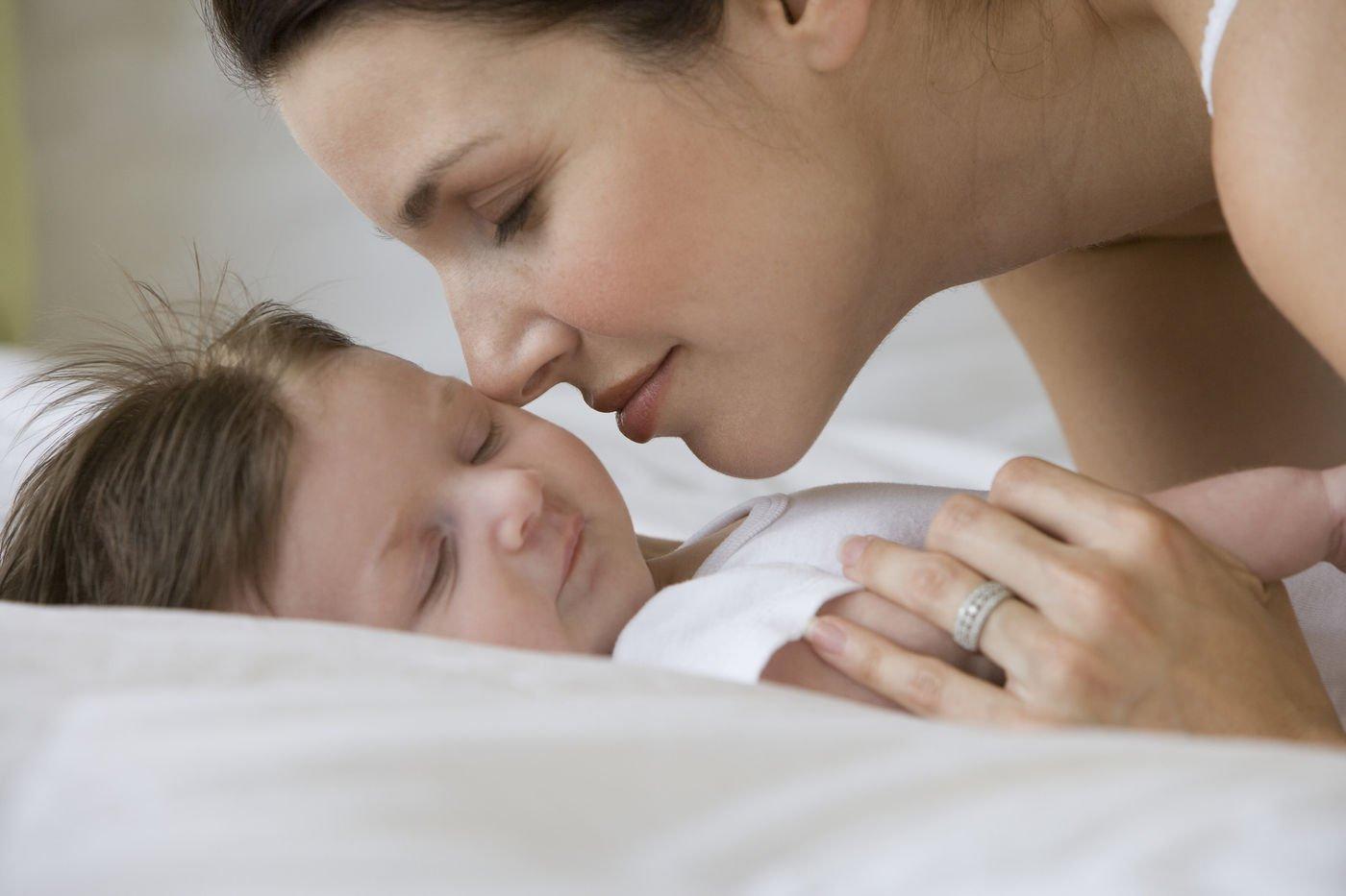 Дакриоцистит новорожденного или у грудничка слезится глаз