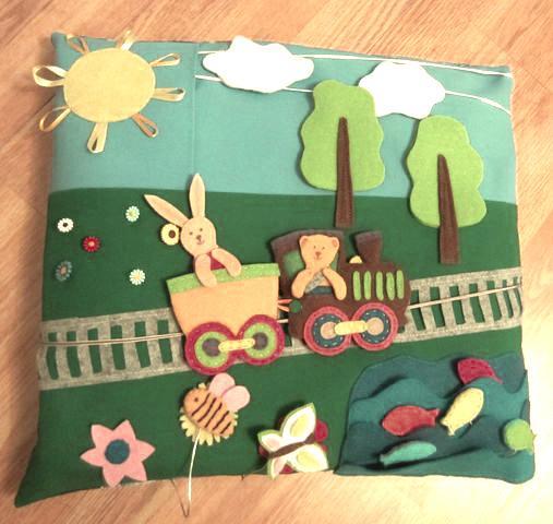 подушка с железнй дорогой
