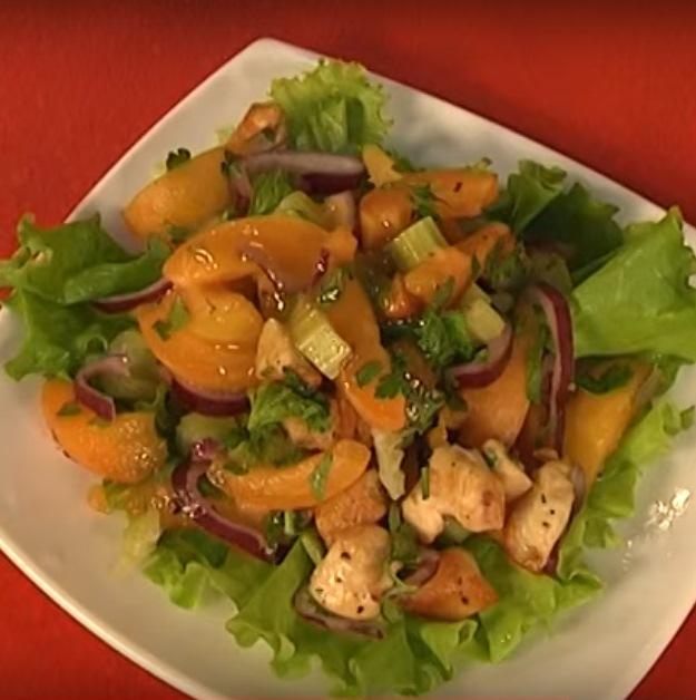 Салат из абрикосов и курицы