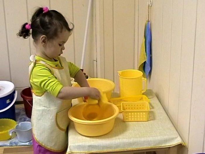 Столик для стирки белья и мытья посуды