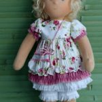 Нежное платье для куклы