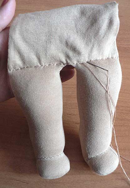 Создание шва между ногами и туловищем