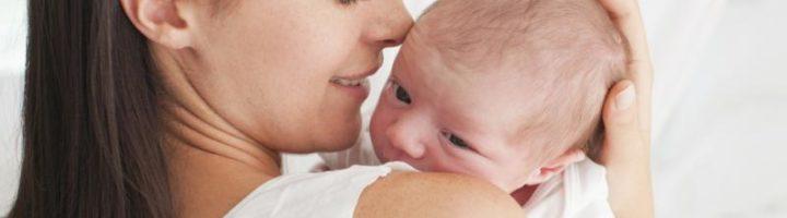 Как правильно держать ребенка столбиком после кормления