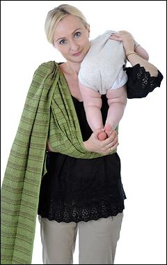 Усаживание ребёнка в слинг с кольцами