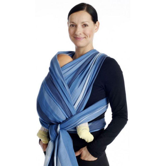 слинг-шарф на женщине