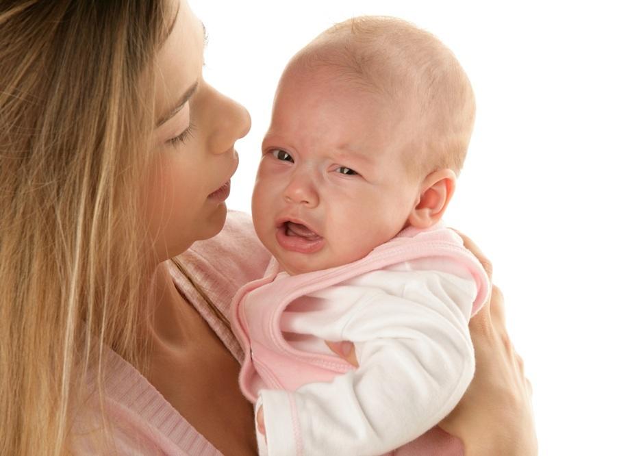Почему плачет новорождённый?
