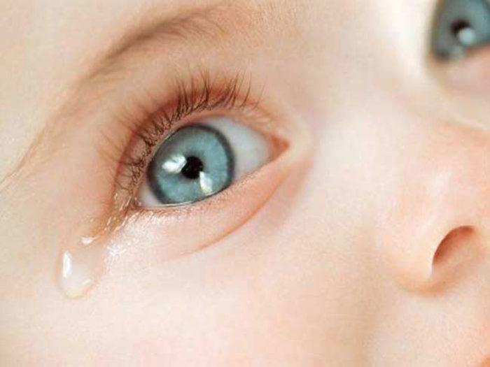 дакриоцистит у новорожденного — слезиться глаз грудничка