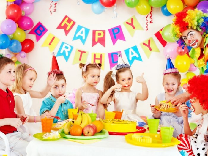 Малыш на свой День рождения пригласил гостей