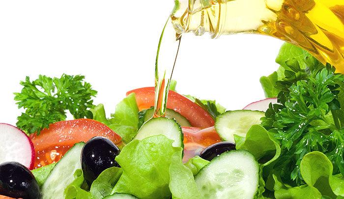Салат, заправленный растительным маслом