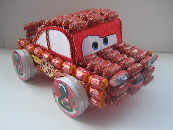 Машина из конфет на новый год