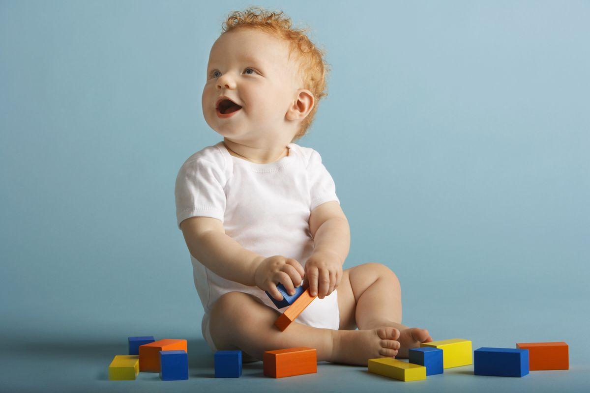 Развитие ребёнка в 9 месяцев: режим, навыки, игры